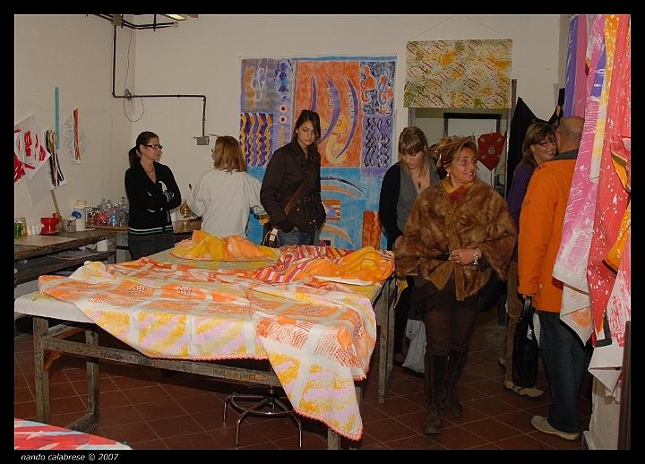 laboratorio di decorazione su stoffa del maestro aulo pedicini ... - Decorazioni Su Stoffa